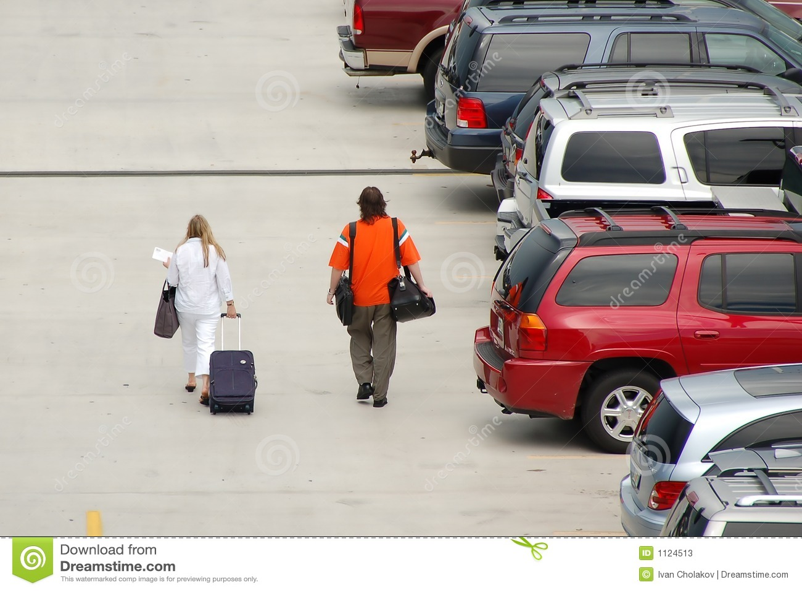 Passeggeri che si avvicinano all aeroporto