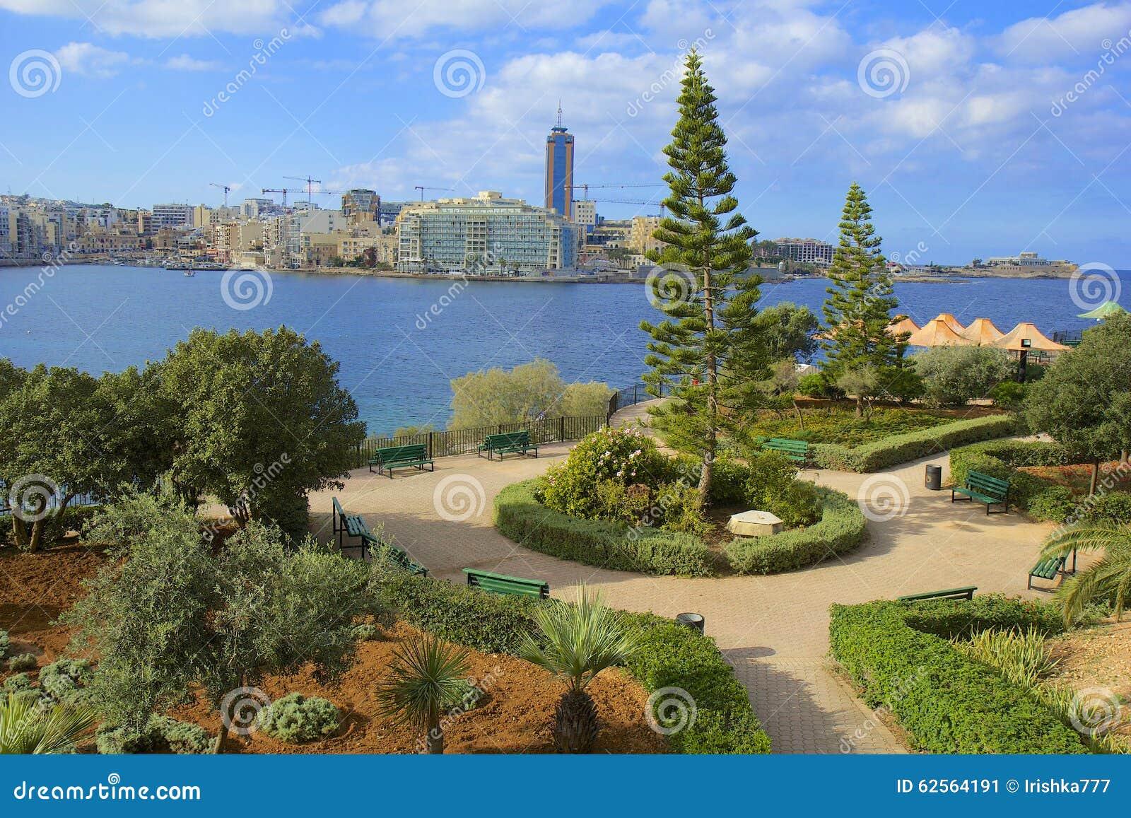 Passeggiata e parco in Sliema, Malta