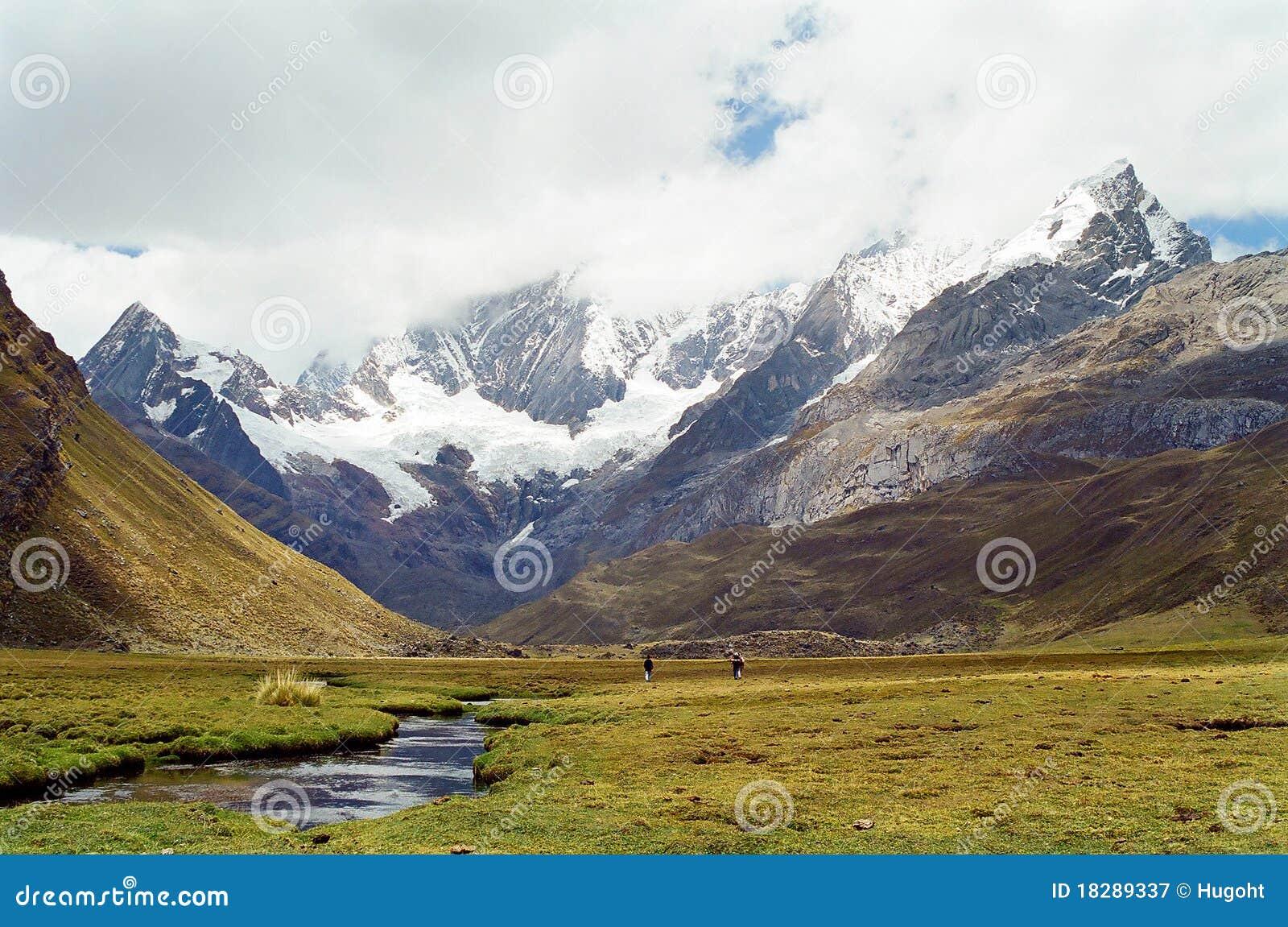 Passeio em a montanha de Huayhuash, Peru