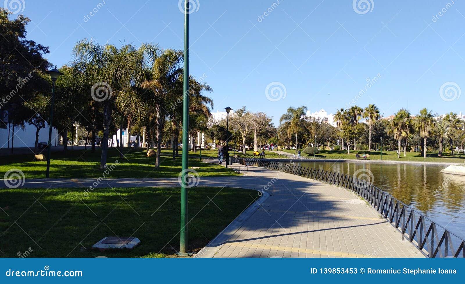 Passeio no laga do ¡ do parque MÃ de Huelin