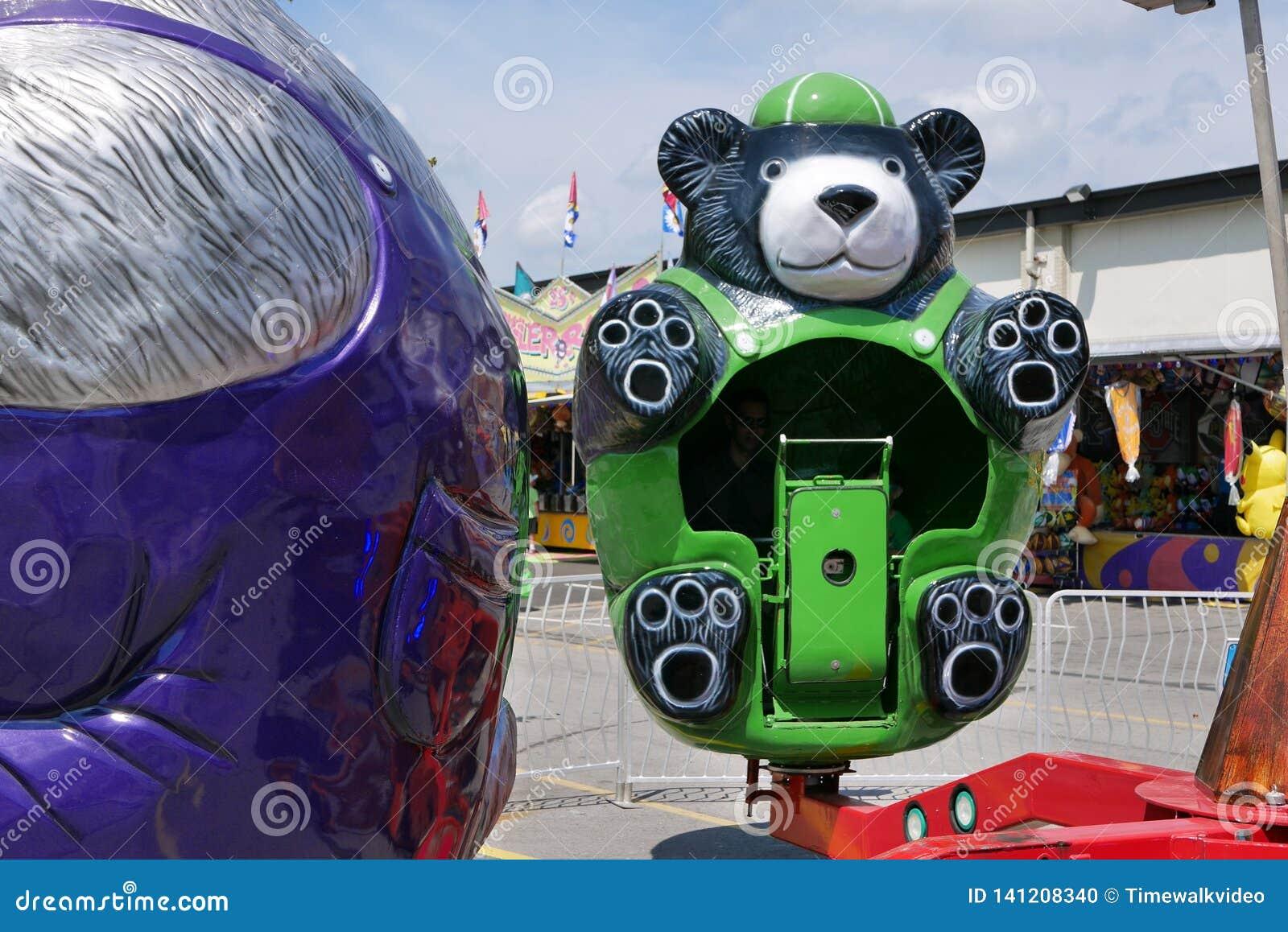 Passeio verde do divertimento do urso em Indiana State Fair 2018