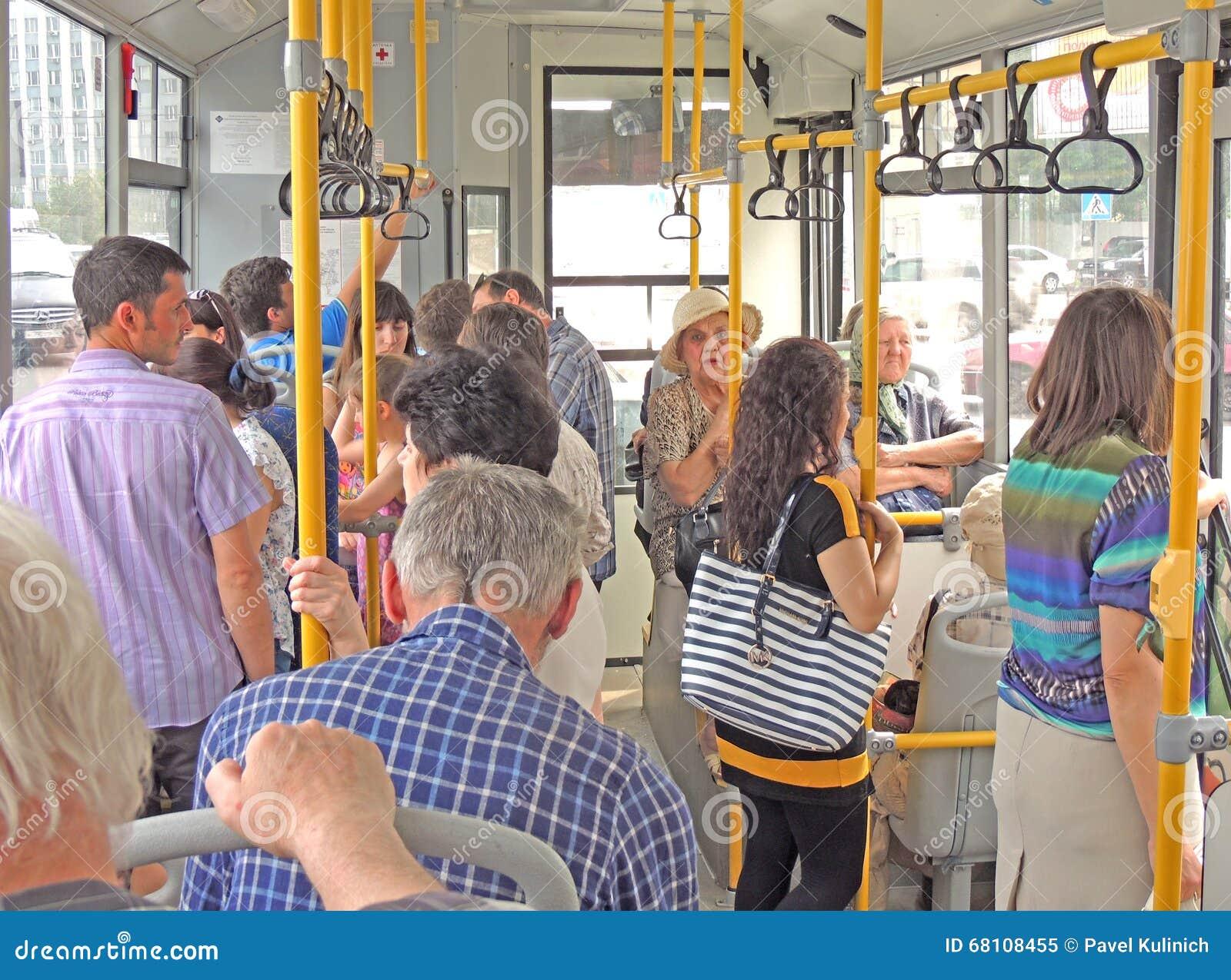 Почему в европе не принято уступать место в транспорте