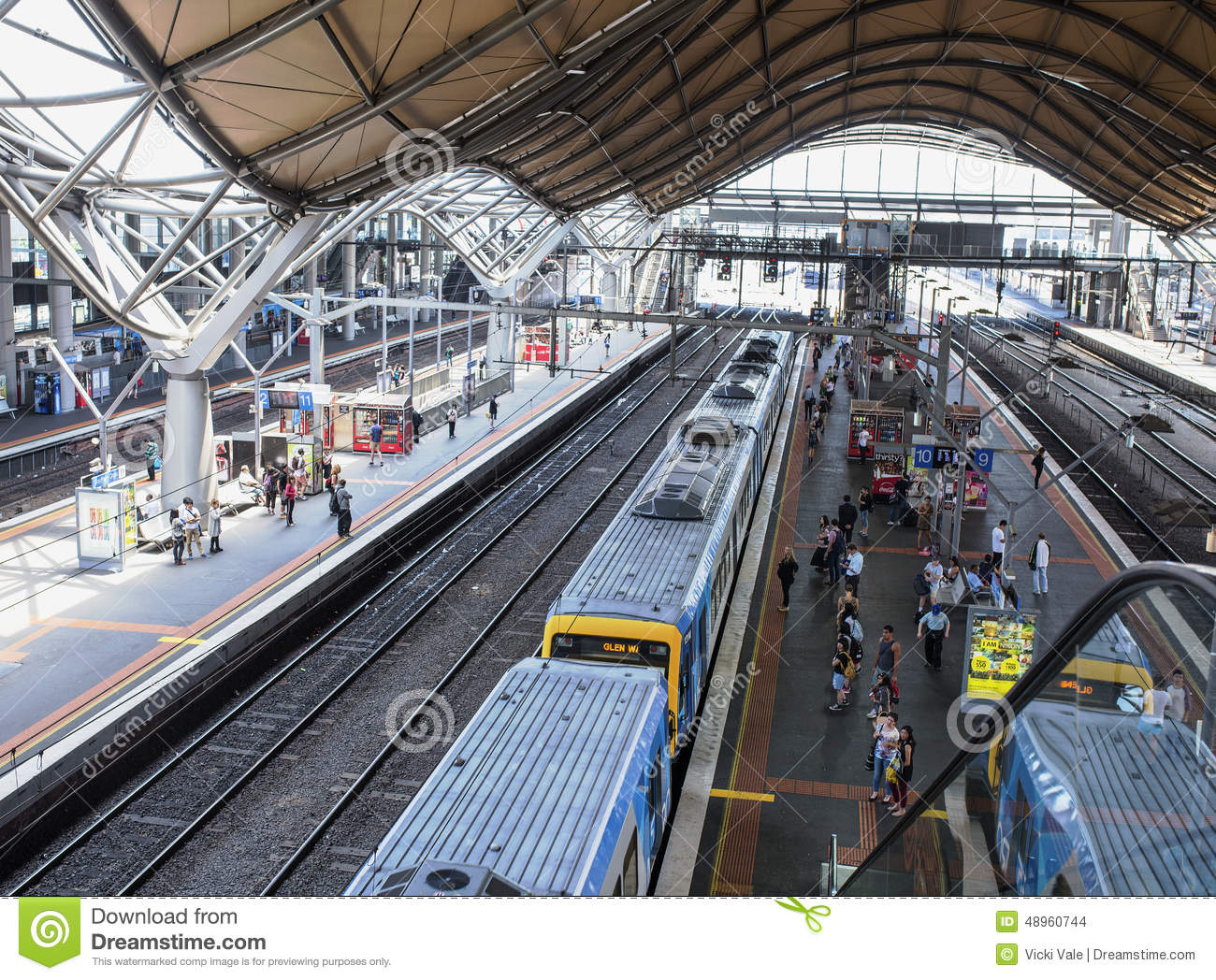 passengers and train at southern cross station melbourne. Black Bedroom Furniture Sets. Home Design Ideas