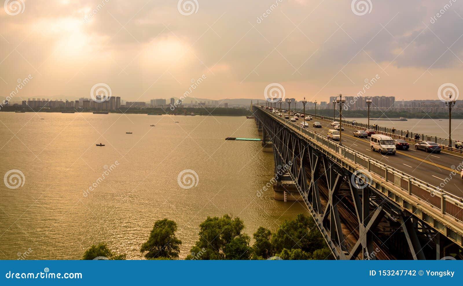 Passerelle de fleuve de Nanjing le Yang Ts? Kiang