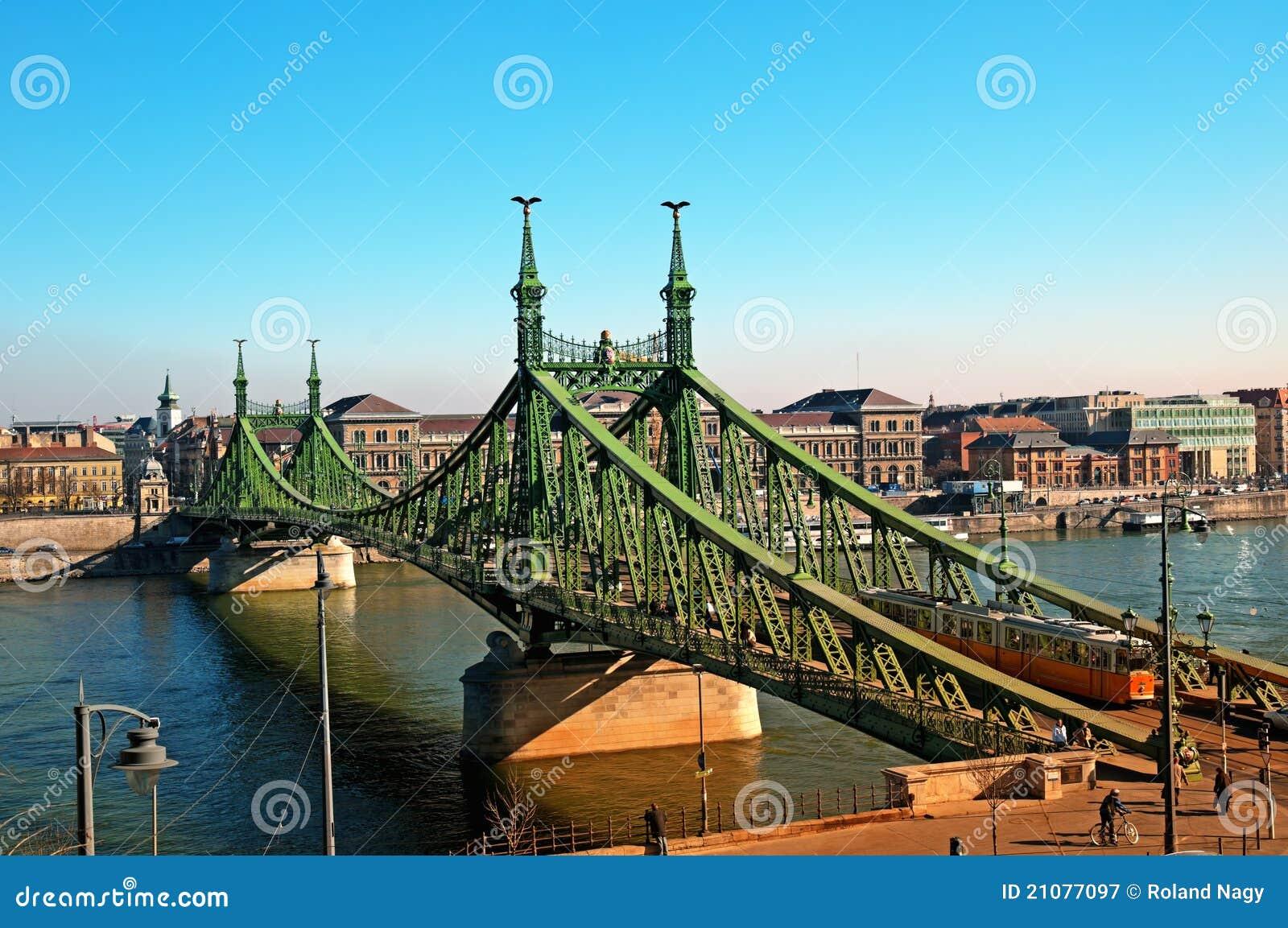 Passerelle de liberté à Budapest - en Hongrie