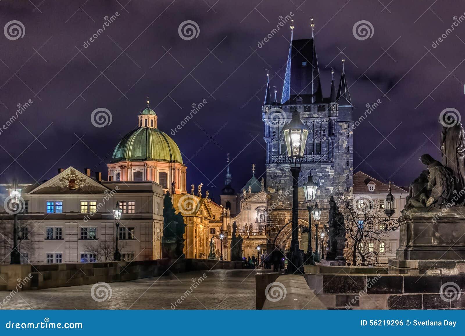 Passerelle de Prague Charles la nuit