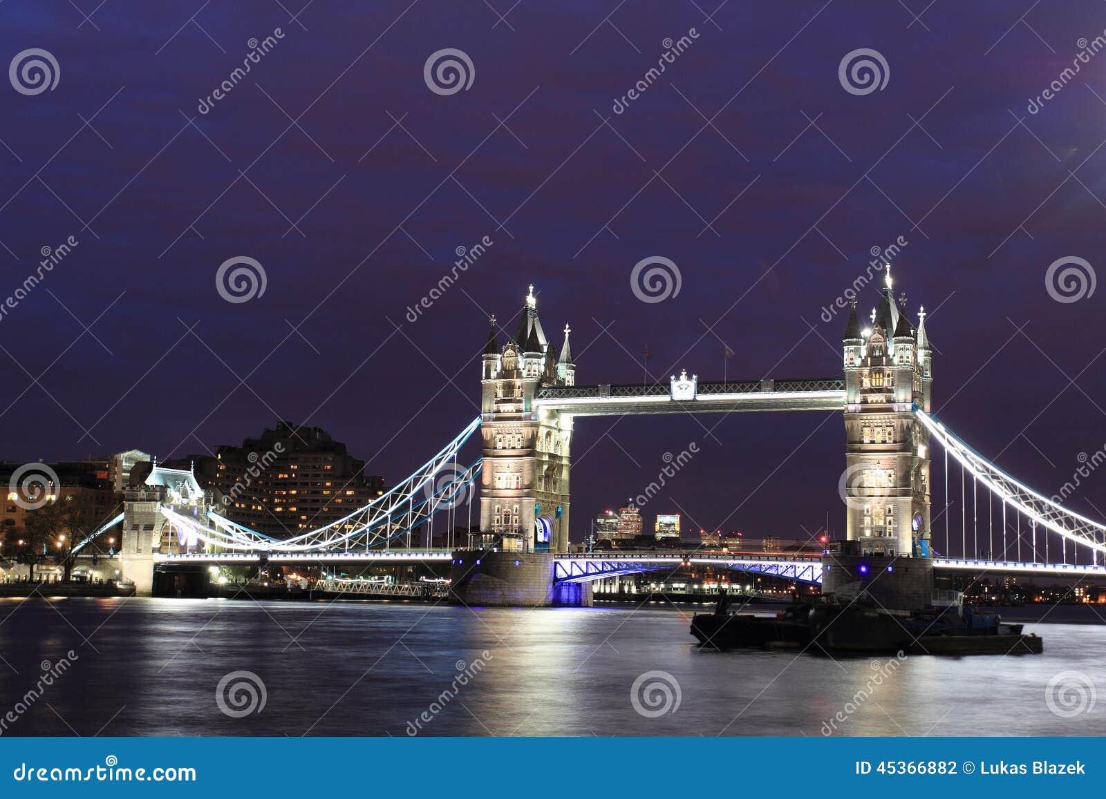 Passerelle de tour à Londres
