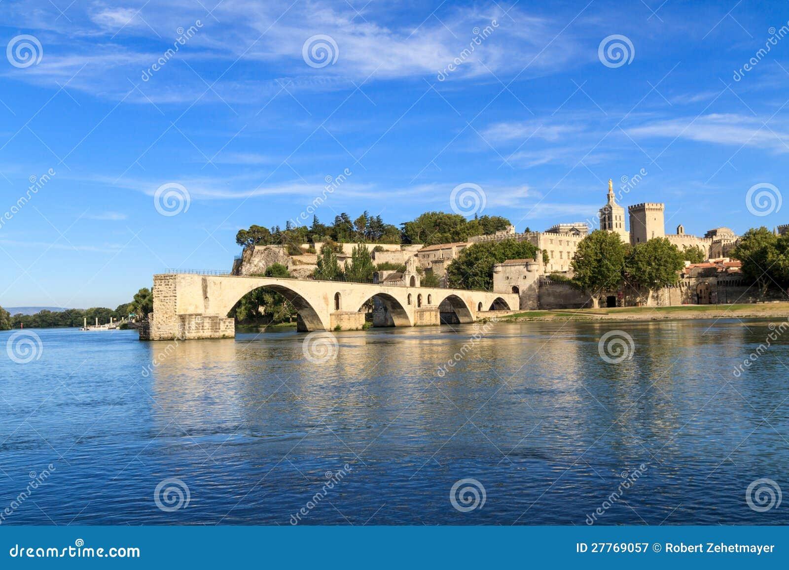 Passerelle et papes Palace, France d Avignon