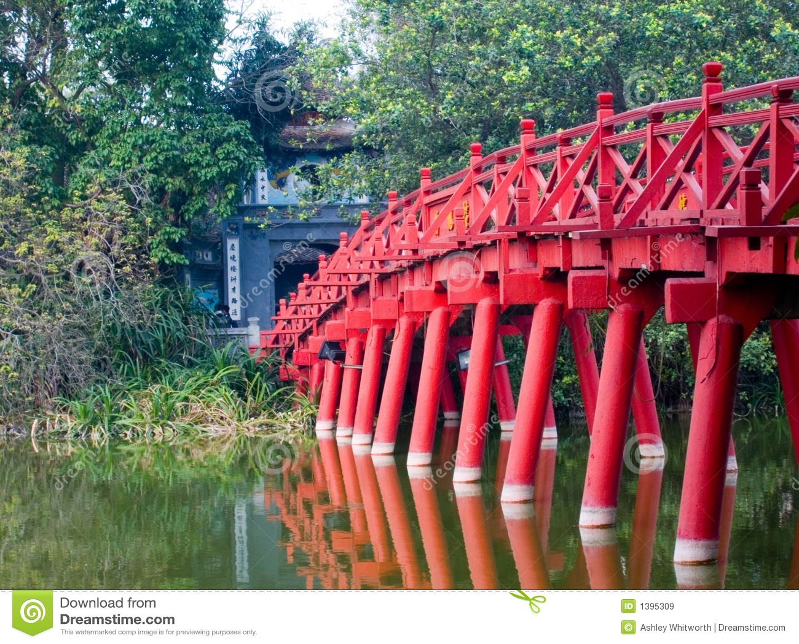 Passerelle sur le lac Hoan Kiem, Hanoï, Vietnam