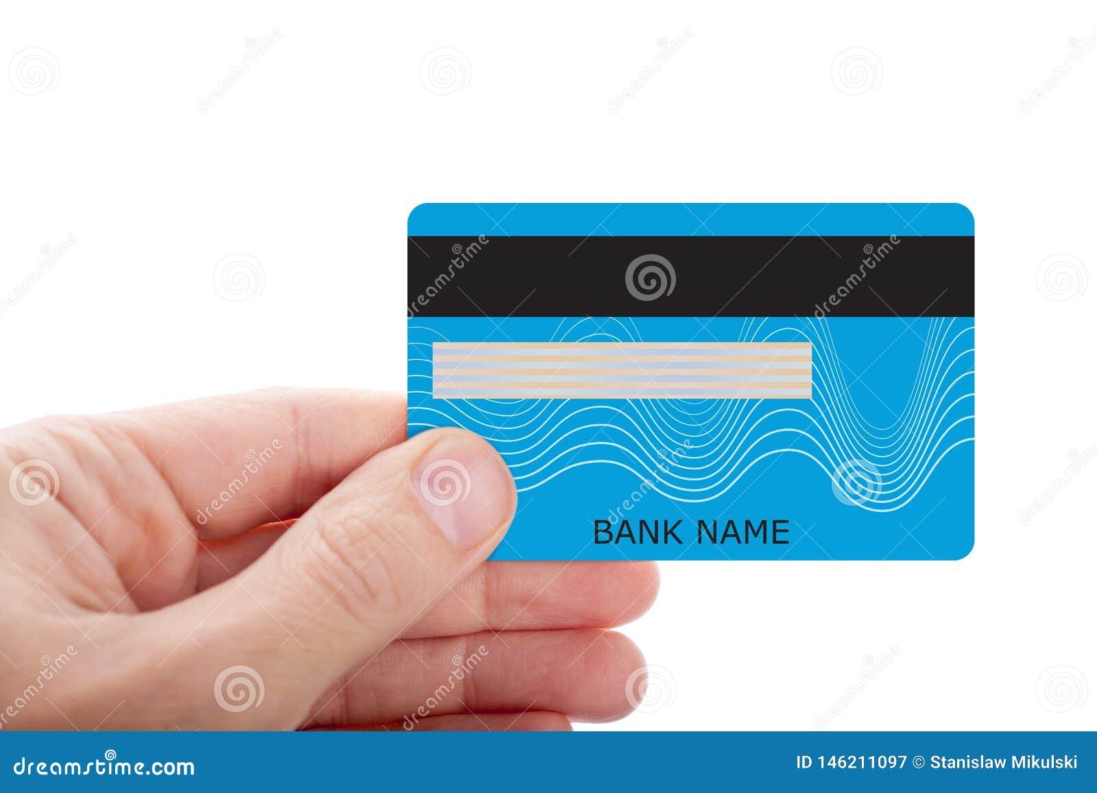Passi la carta di credito della tenuta isolata su fondo bianco
