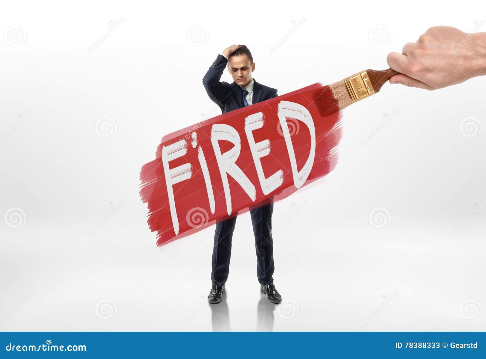 Passi a linea rossa del disegno con il firedover del segno l uomo d affari