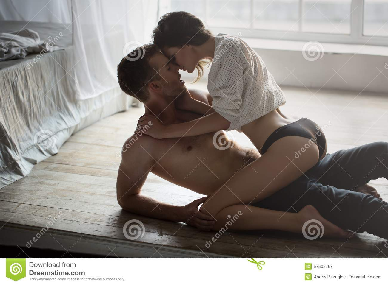 Girl and boy kissing on bed images-2942