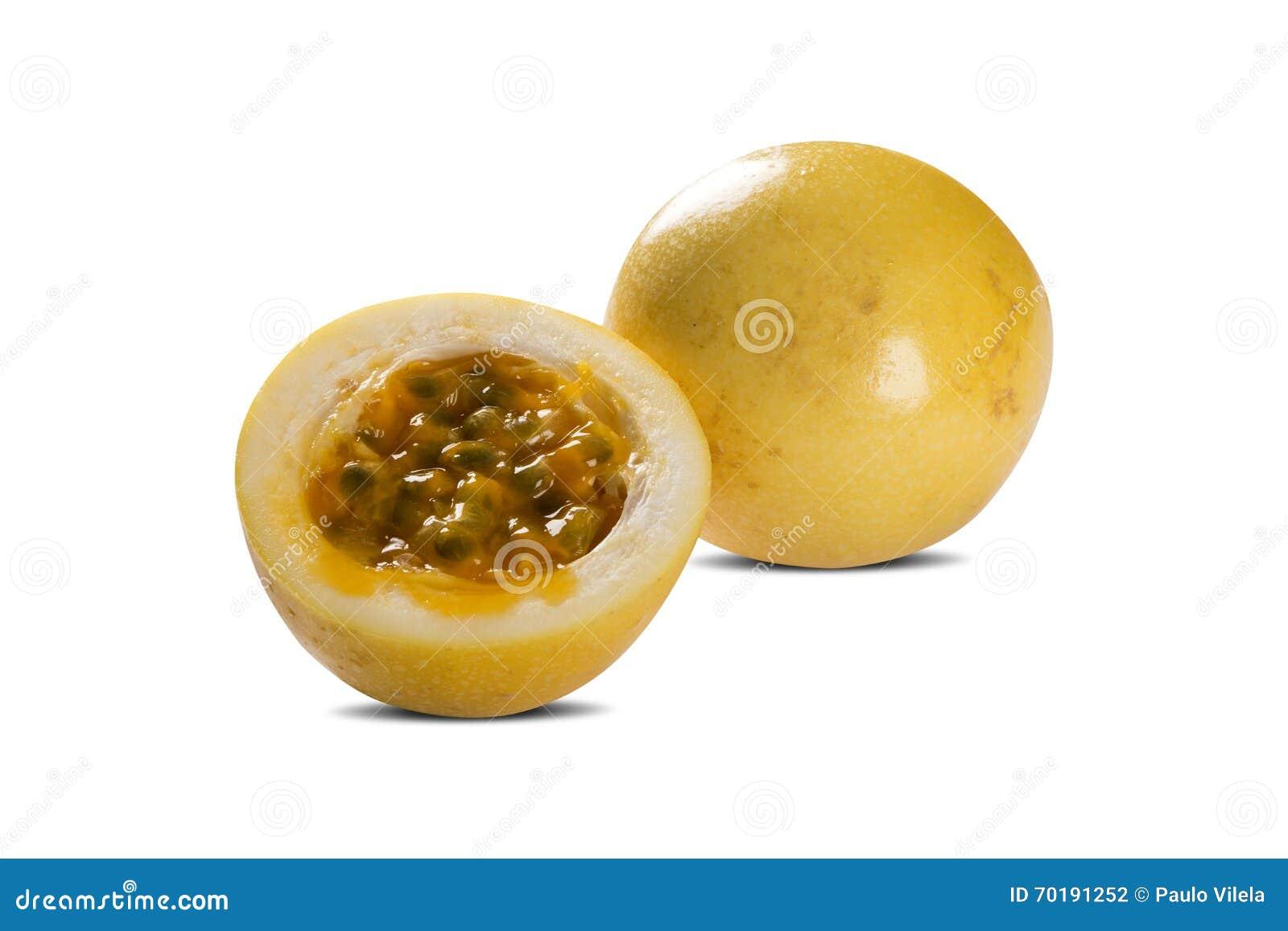 Passionfrukt eller maracuya, hel frukt och öppnat