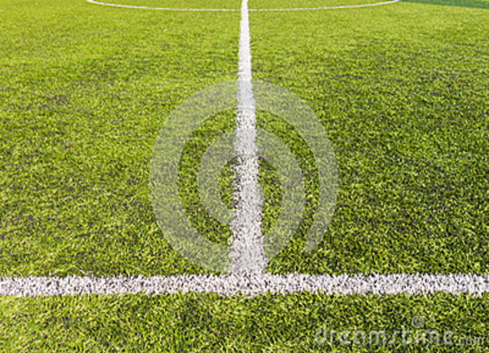 Passo artificial do futebol da grama