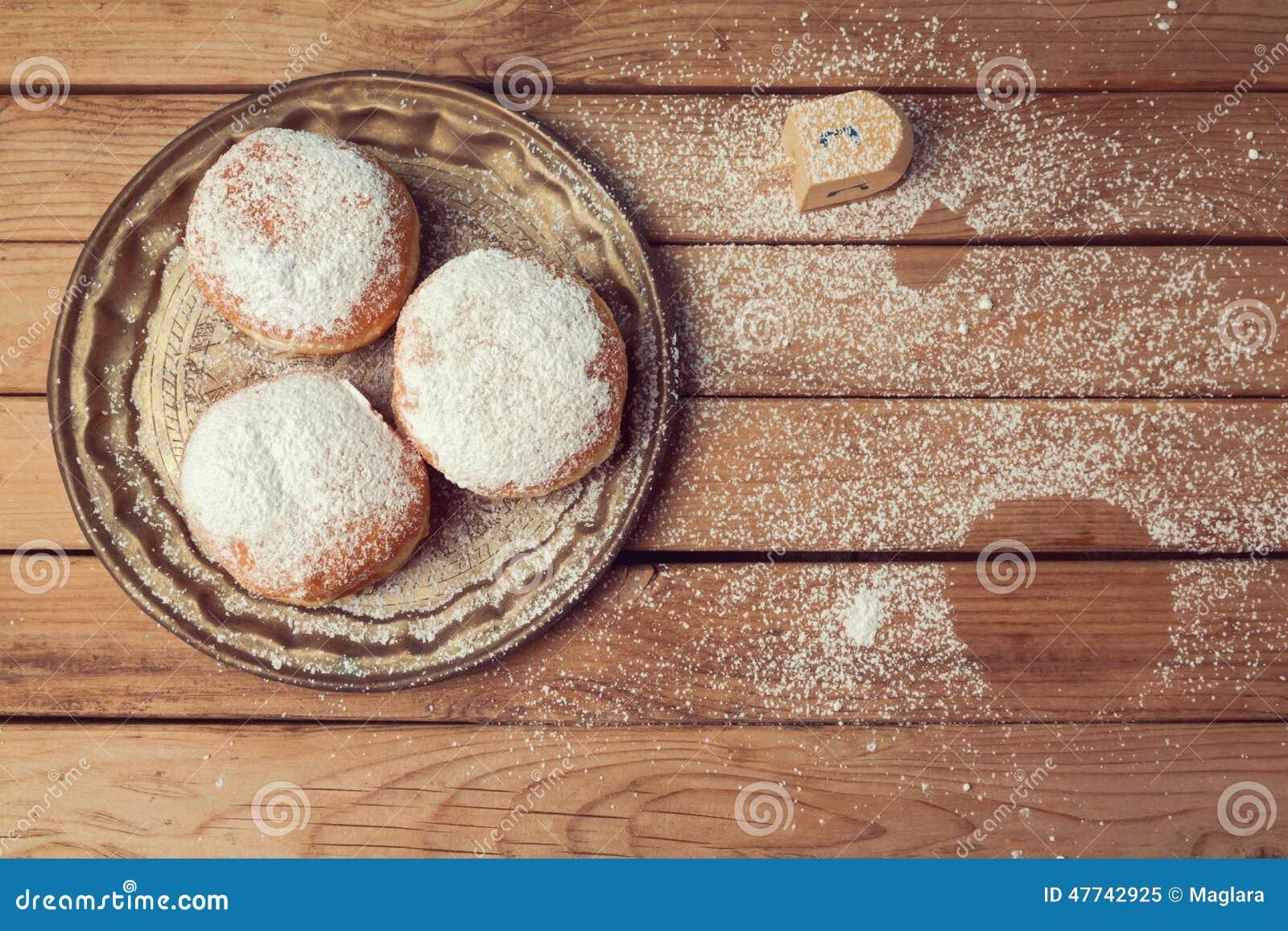 Pastéis com doce com açúcar de crosta de gelo para a celebração do feriado do Hanukkah