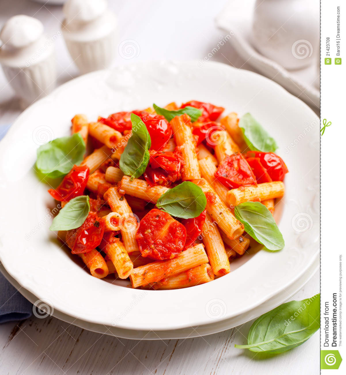 tomato basil pasta pasta with cherry tomatoes and basil royalty free stock 11959