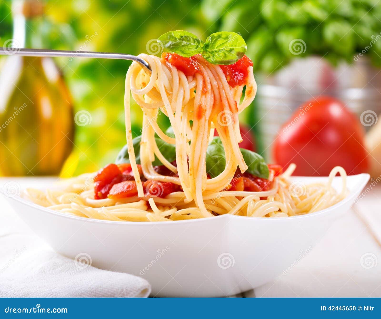 Pasta con salsa al pomodoro