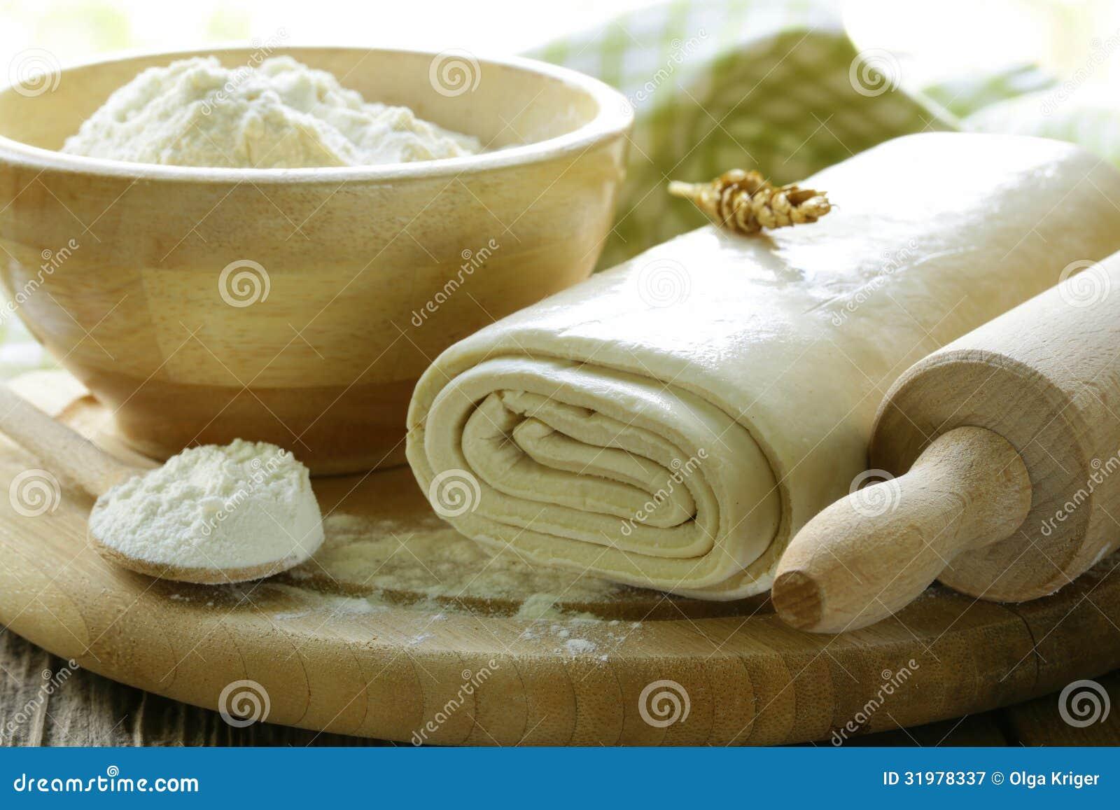 Pasta De Hojaldre Y Harina Hechas En Casa Imagen De Archivo Imagen De Hojaldre Harina 31978337