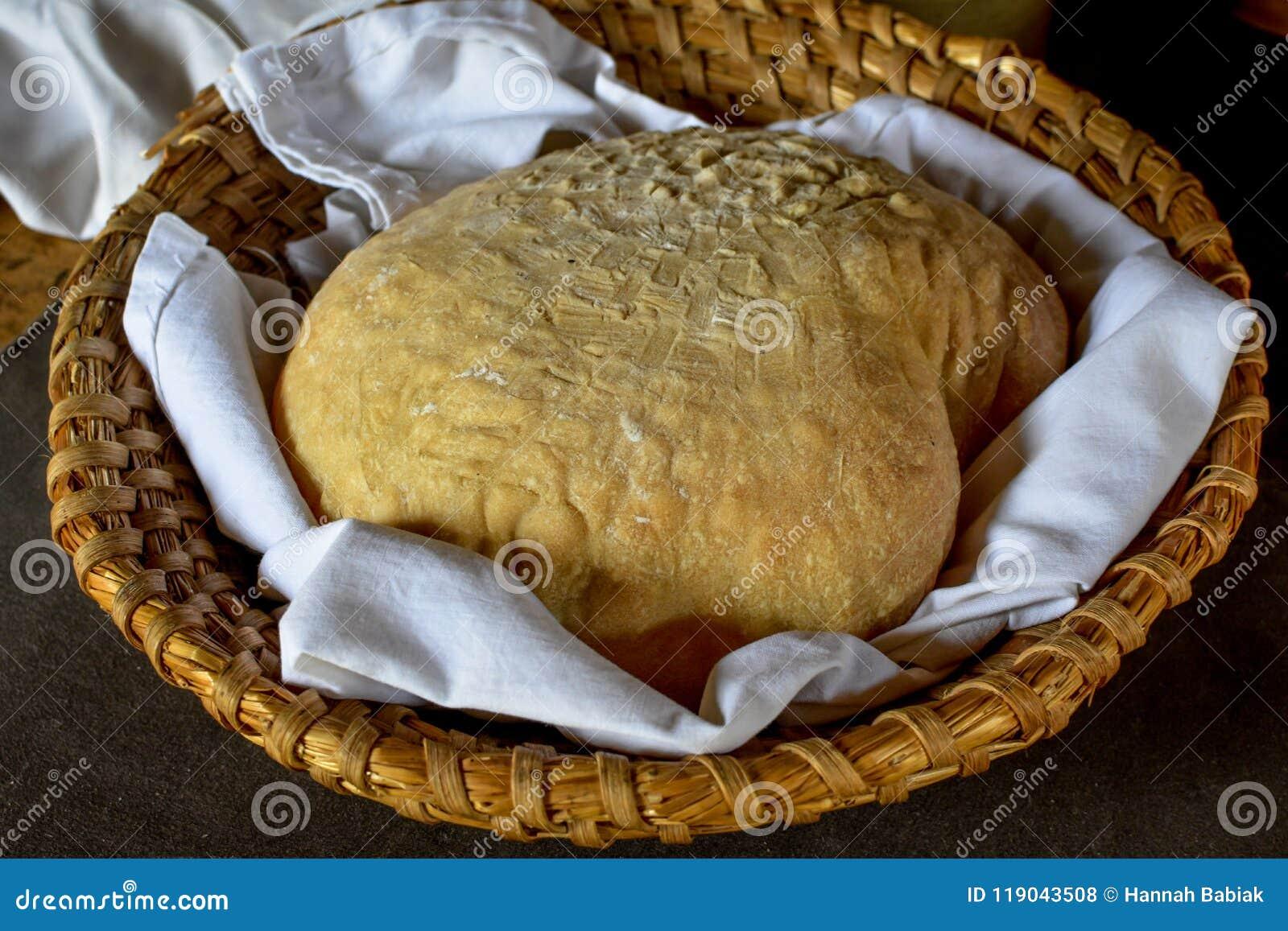 Pasta de pan en una cesta