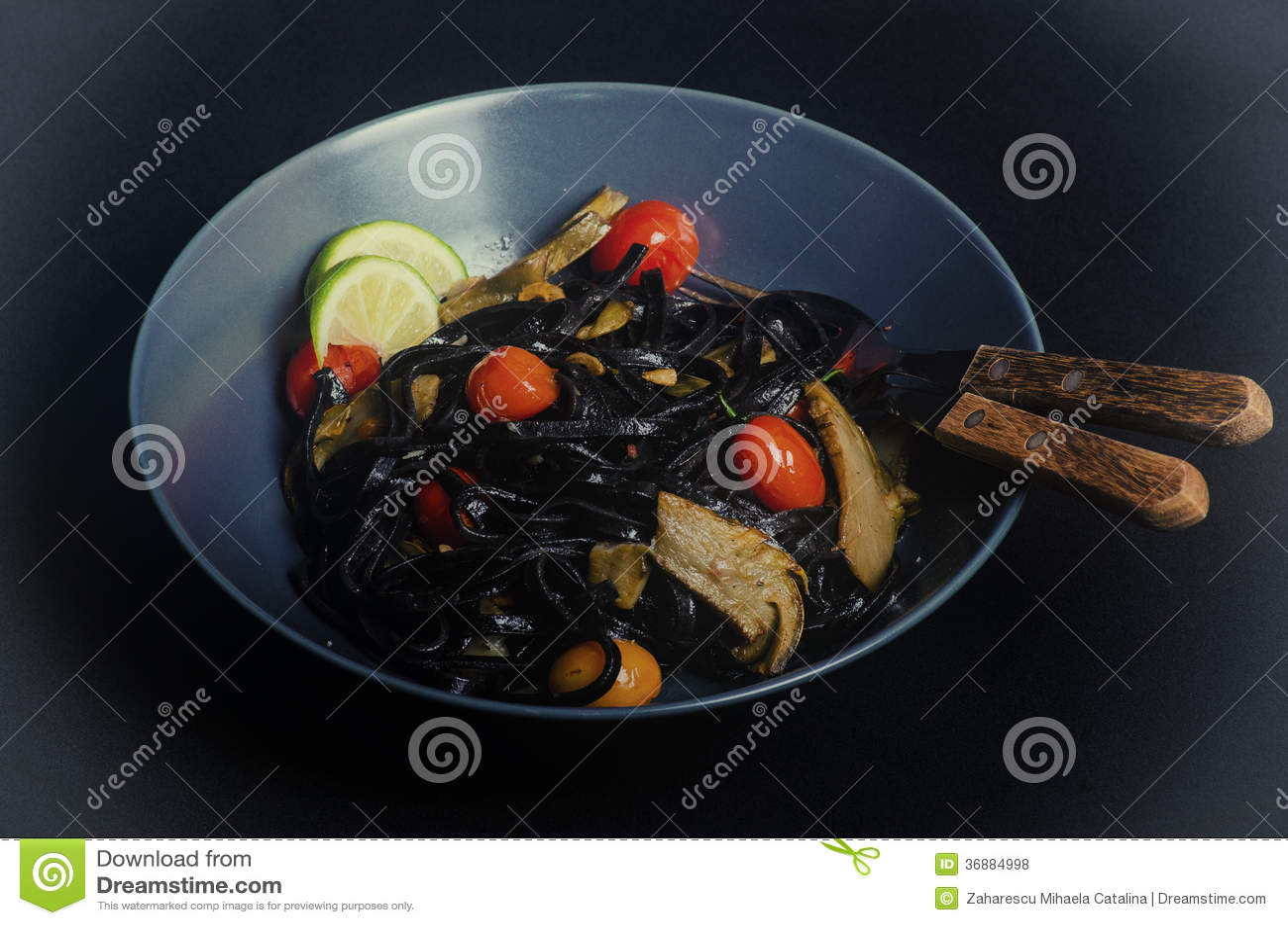 Download Pasta Dell'inchiostro Del Calamaro Fotografia Stock - Immagine di linguine, nero: 36884998