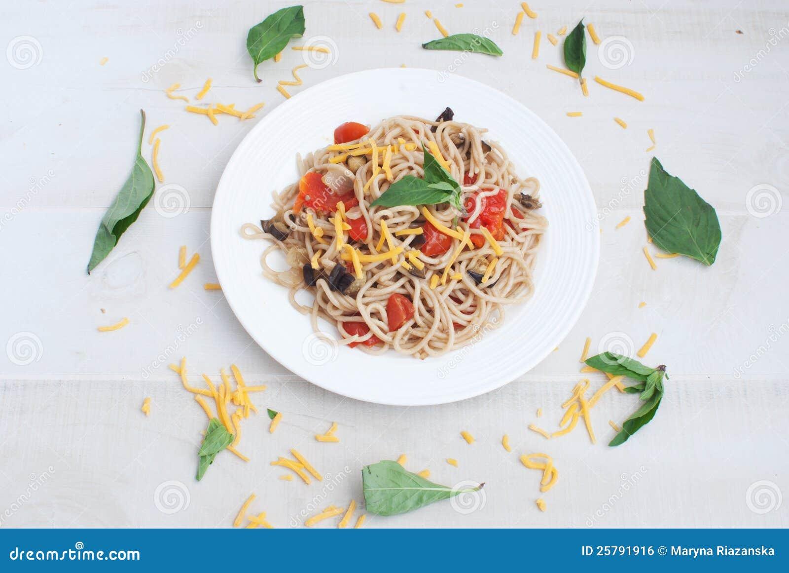 Pasta med grönsaker från över