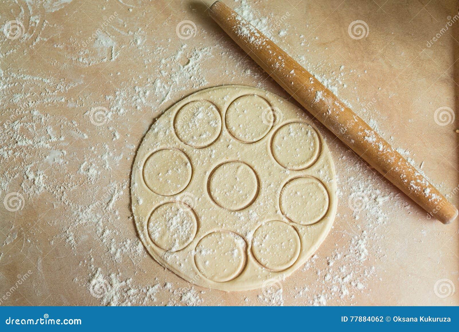 Pasta Rodada Con Los Círculos, Rodillo Foto de archivo
