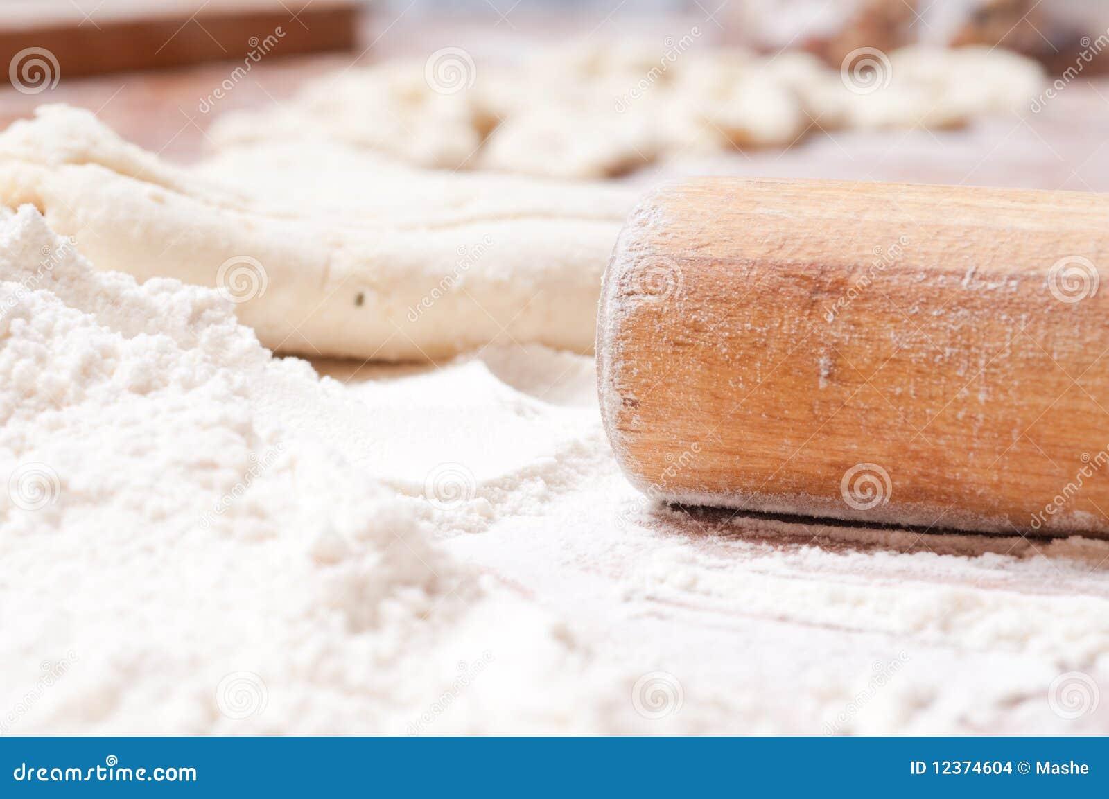 Pasta Su Una Scheda Di Legno Immagini Stock - Immagine: 12374604