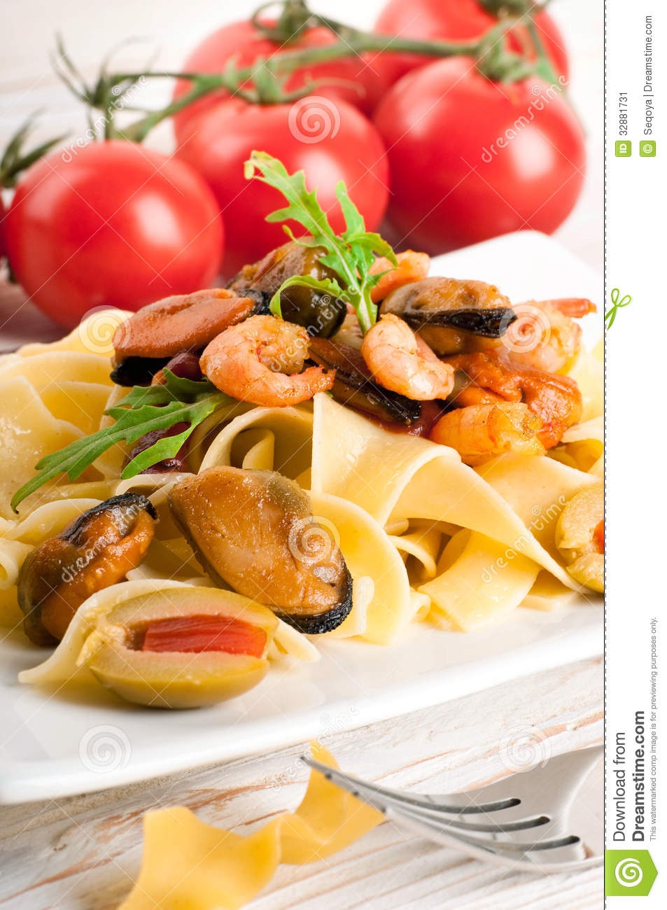 Spaghetti And Mussels With Tomatoes And Basil Recipes — Dishmaps