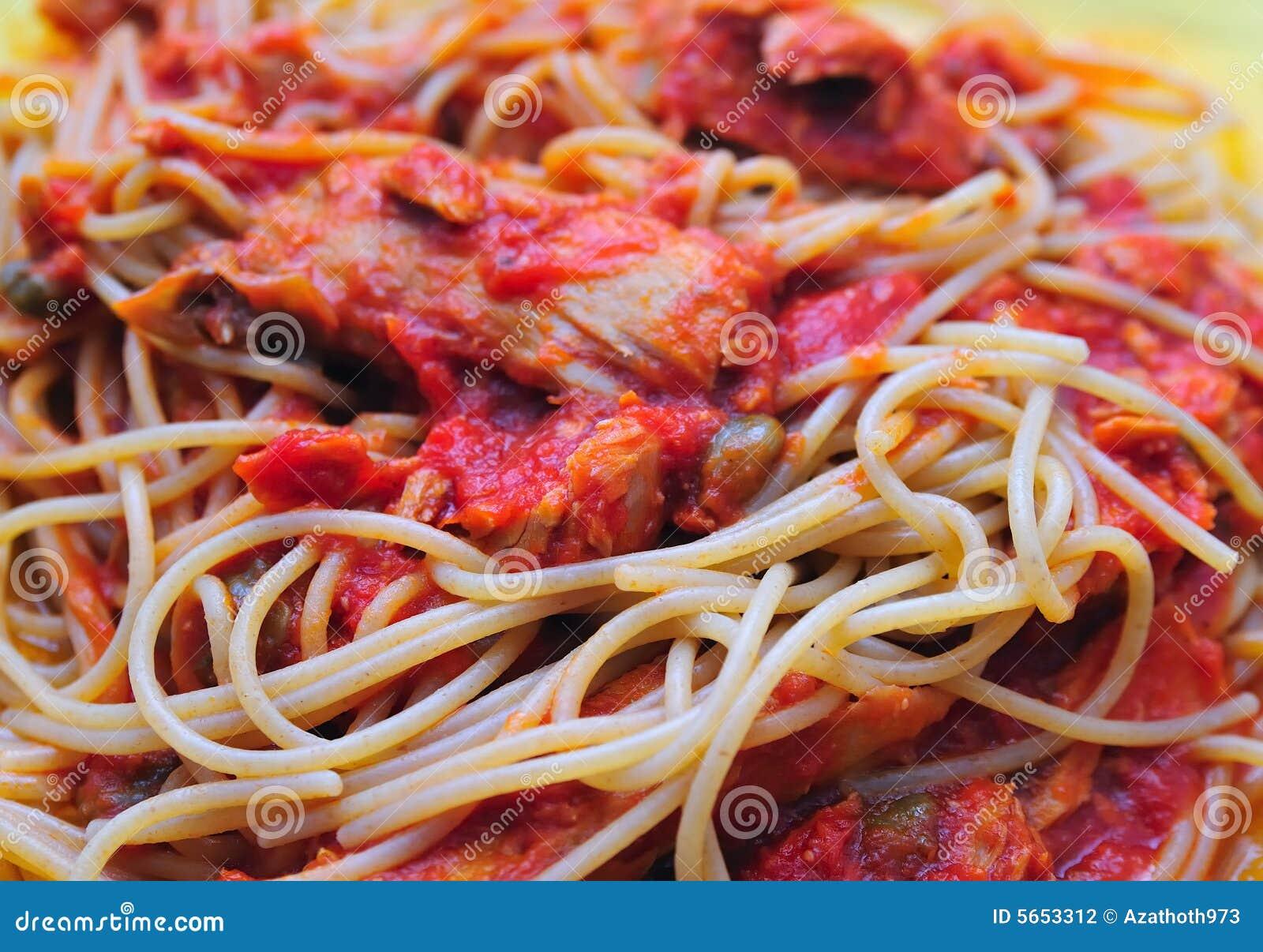 Bran spaghetti pasta with tuna fish fillets sauce and tomato.