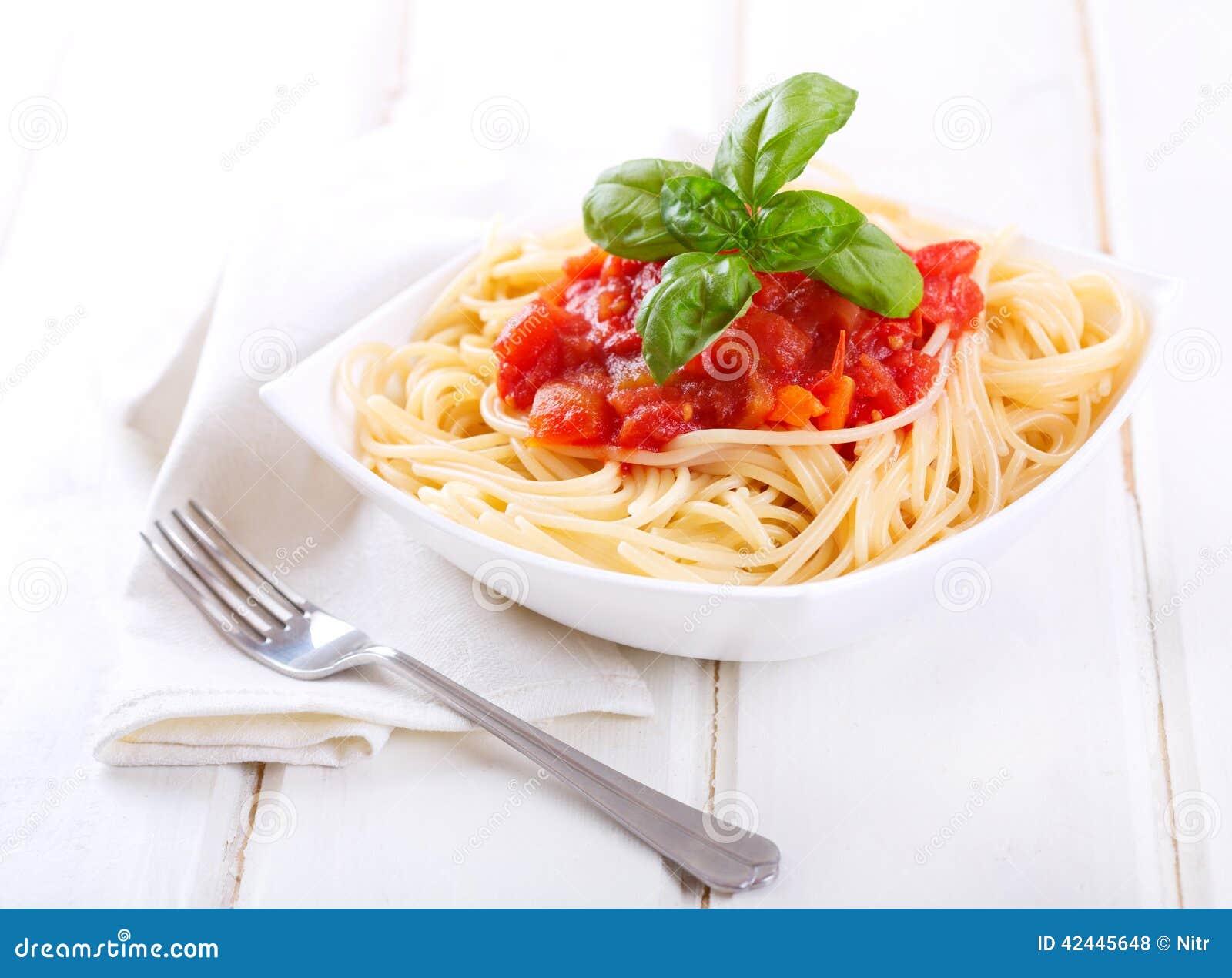 Pastas con la salsa de tomate