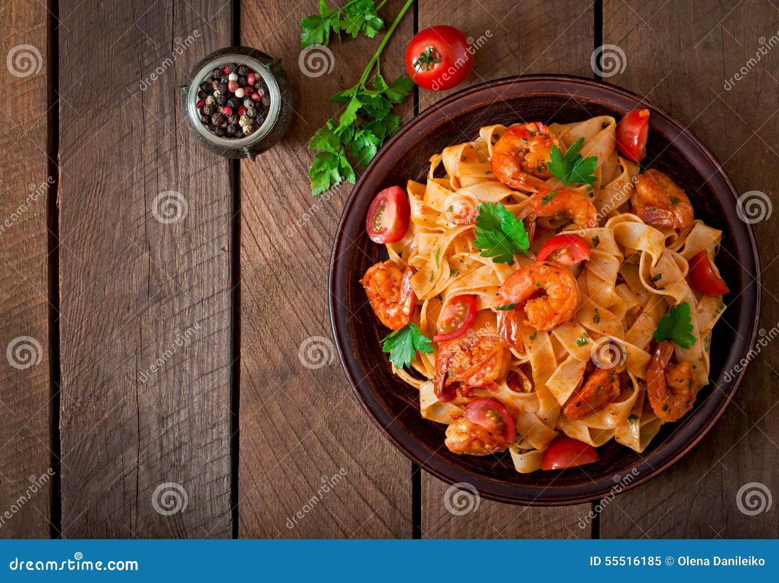 Pastas del Fettuccine con el camarón