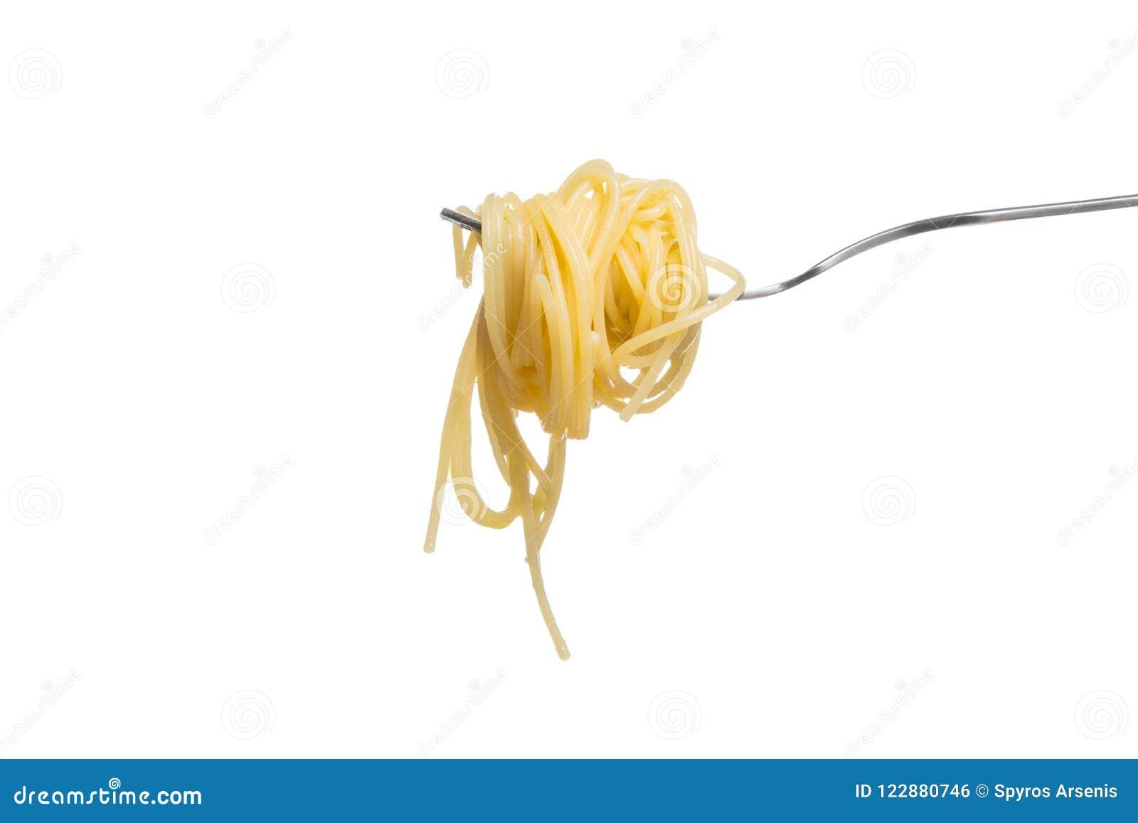 Pastas italianas en la bifurcación, aislada en el fondo blanco