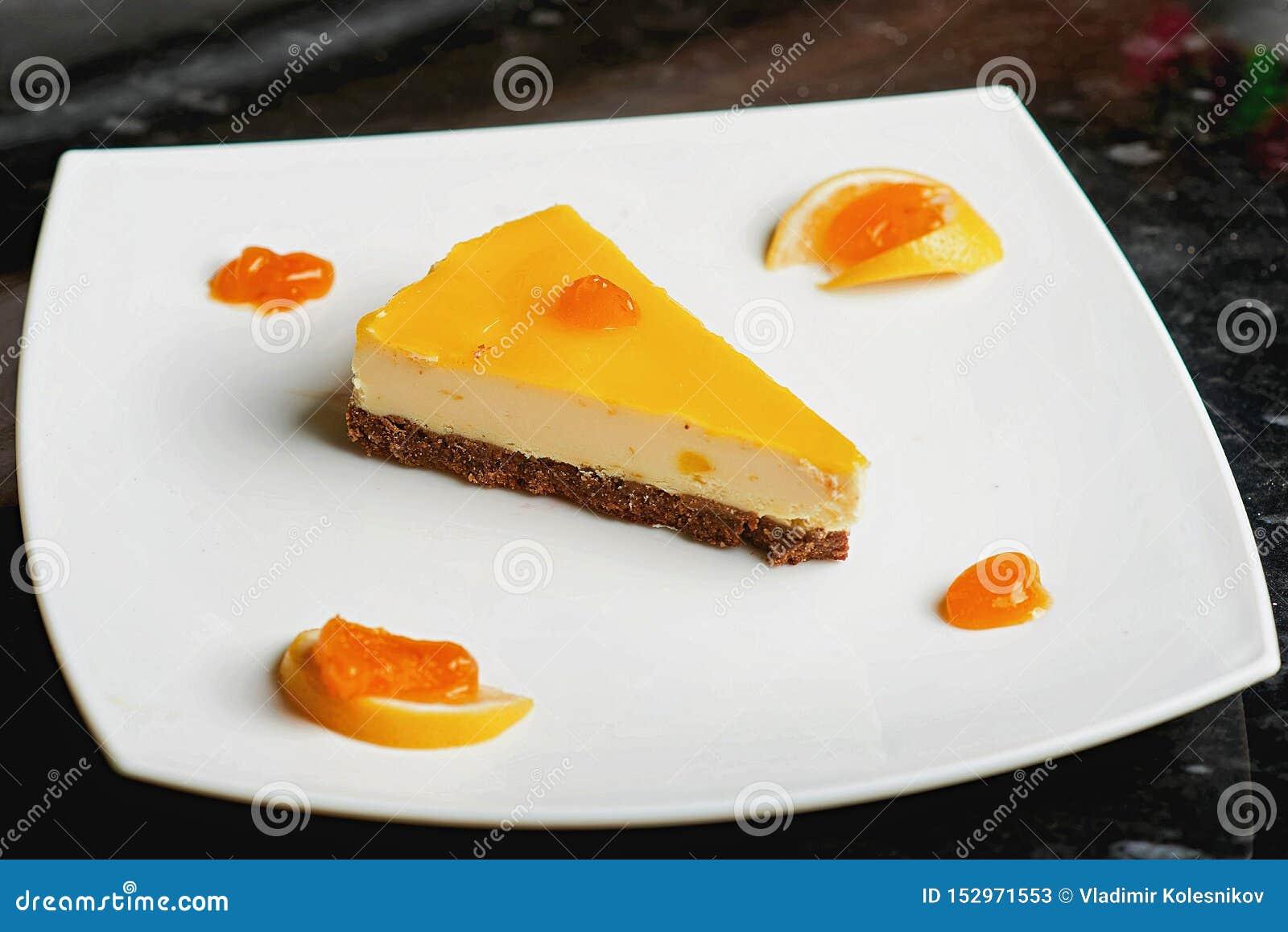 Pastel de queso en azúcar en polvo