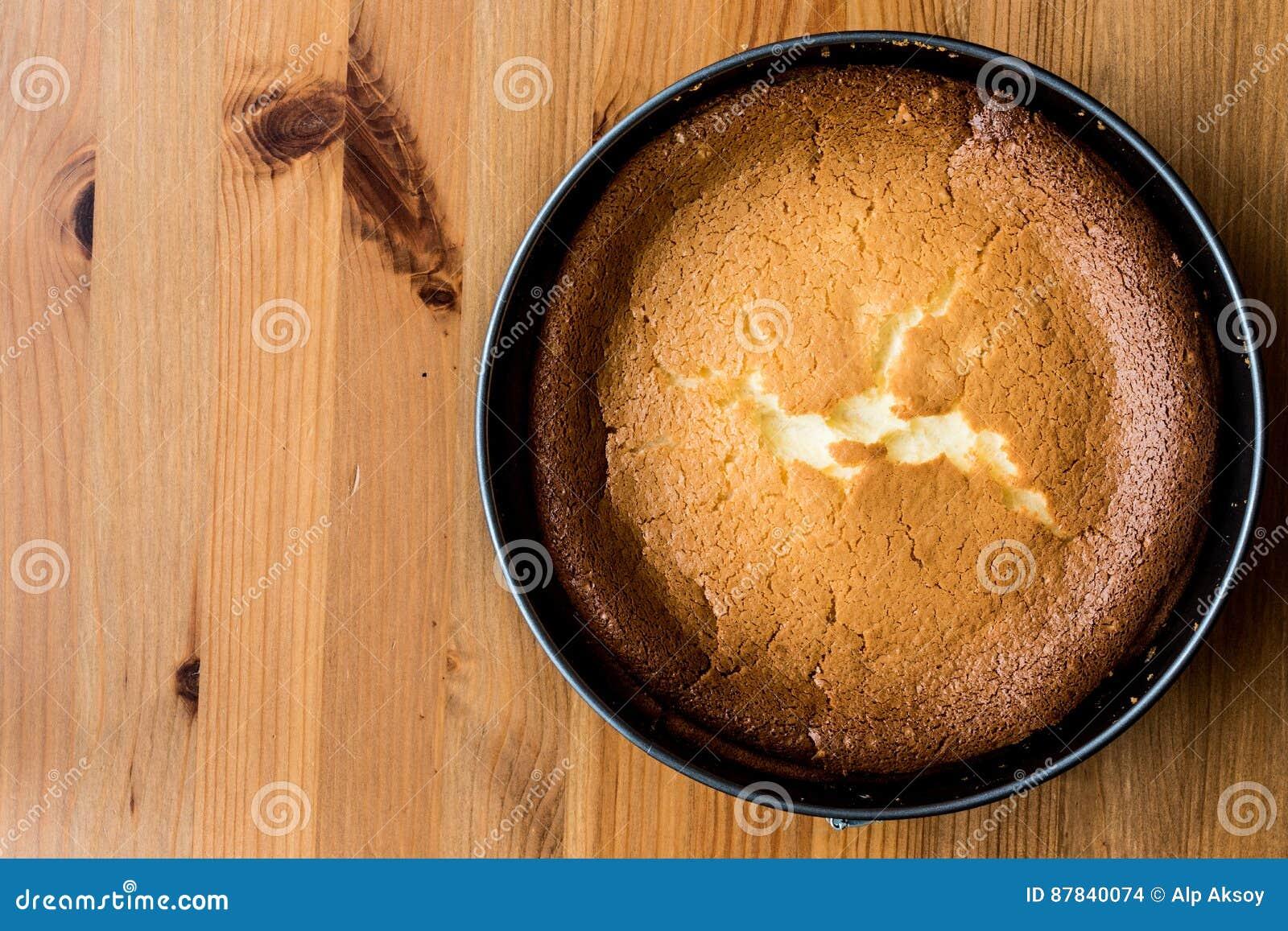 Pastel de queso hecho en casa de Nueva York en espacio de la copia del molde de la torta