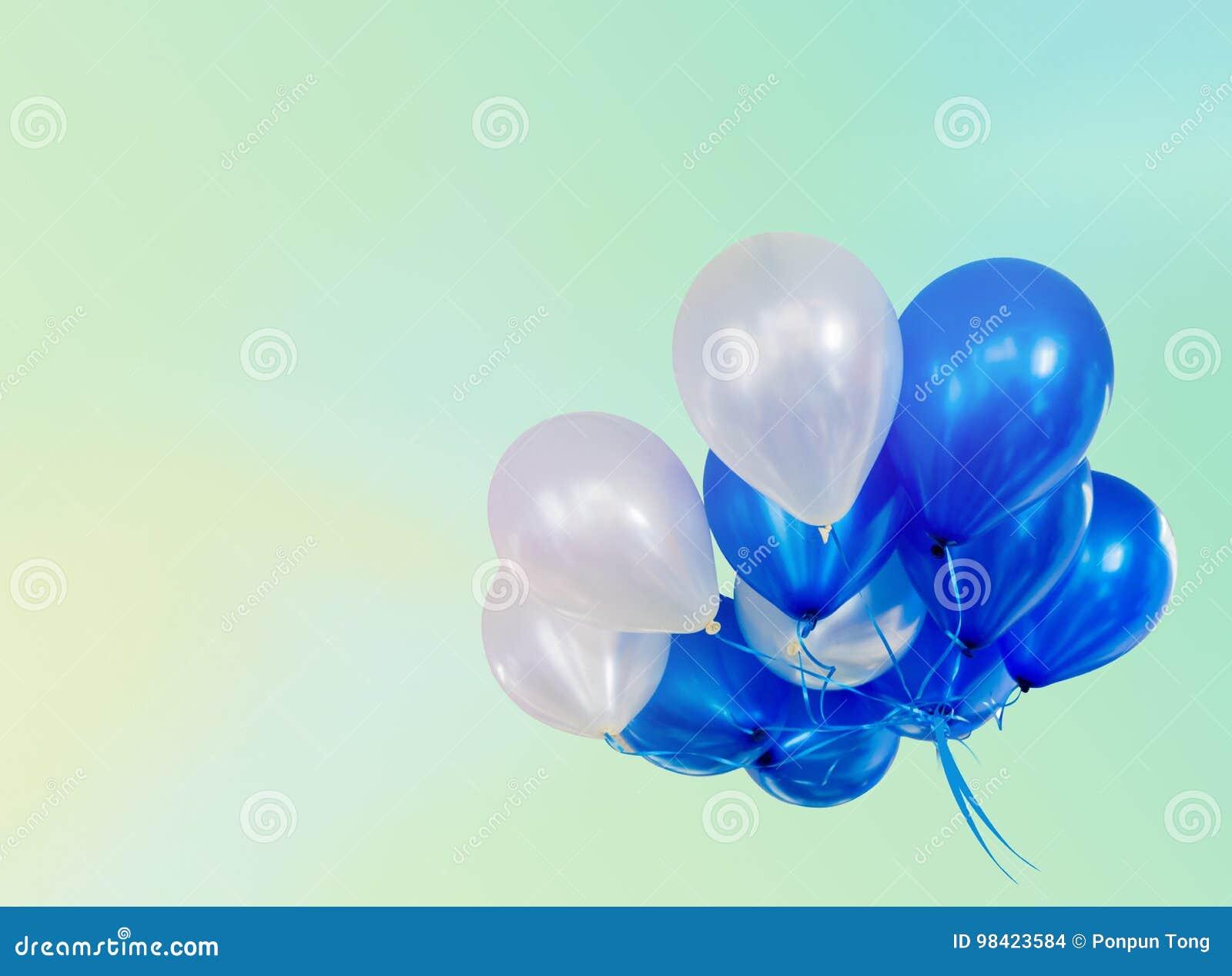 Pastel efectuado en los globos que flotan con el espacio de la copia