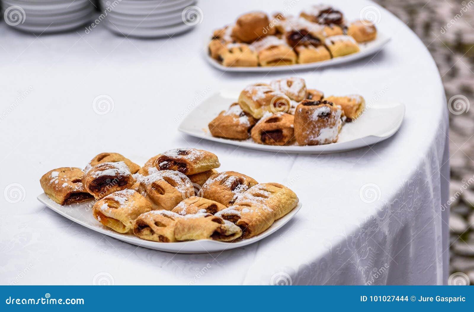 Pastelaria saboroso dos doces no bufete da restauração do evento do negócio