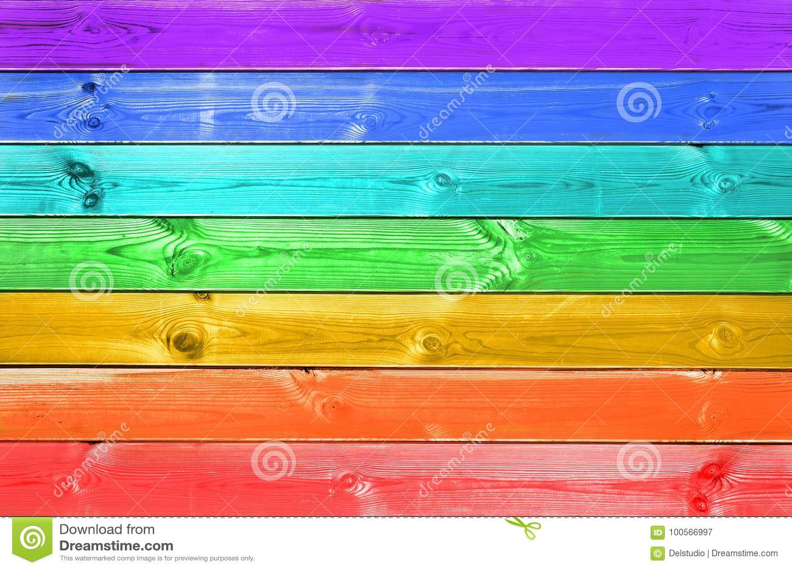 Pastelkleur kleurrijke regenboog geschilderde houten achtergrond, vrolijk vlagconcept
