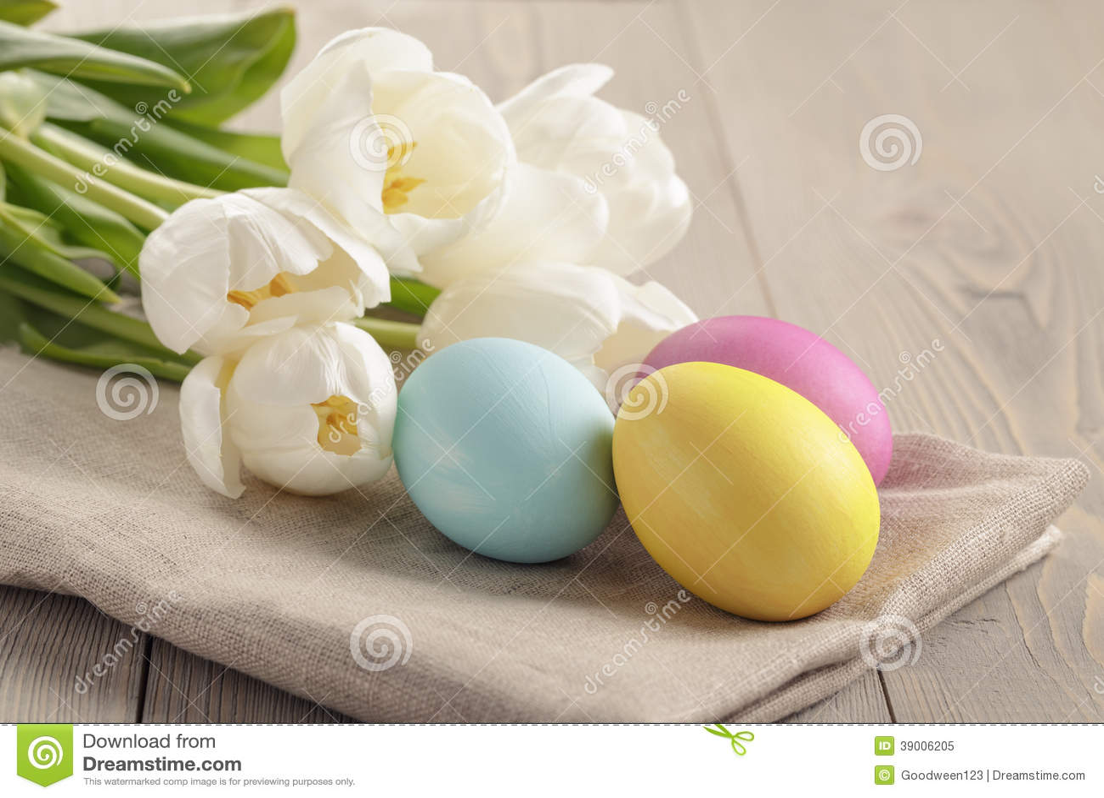pastell farb ostereier mit tulpen auf tabelle stockfoto bild 39006205. Black Bedroom Furniture Sets. Home Design Ideas