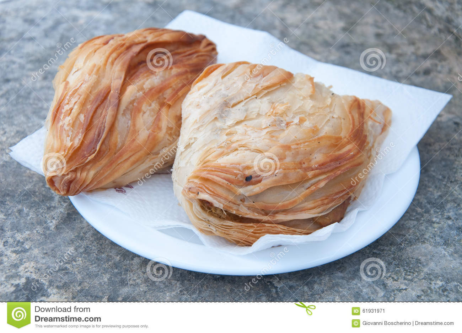 Pastizzi,典型的街道食物马尔他与乳清干酪和豌豆