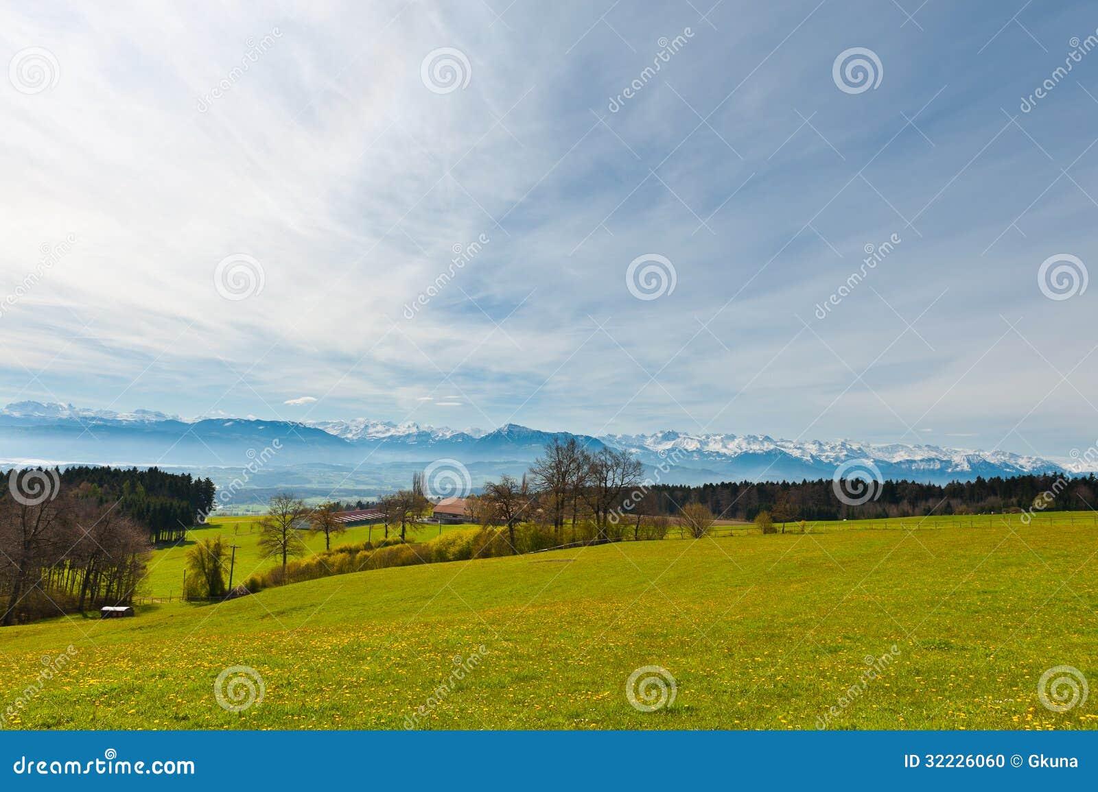 Download Pasto foto de stock. Imagem de fazenda, casa, alpes, crescimento - 32226060