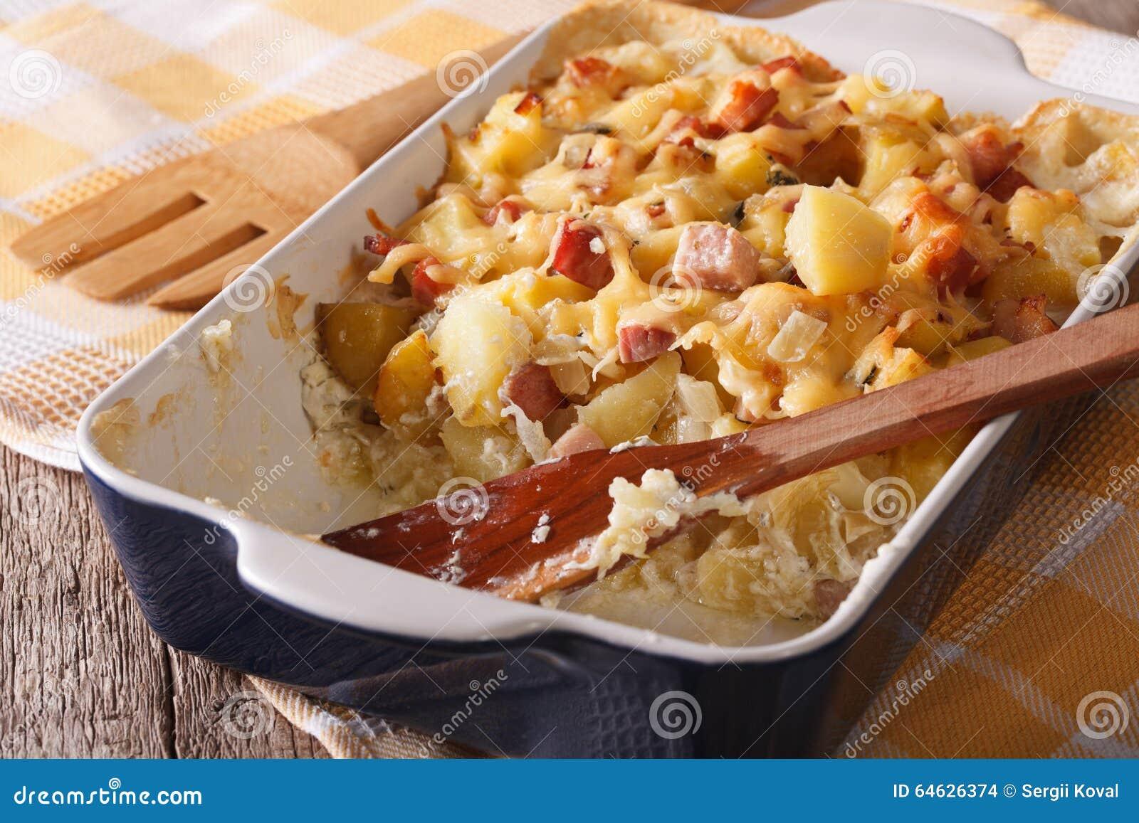 Patata Porner patata con el tocino y el queso cercanos para arriba en