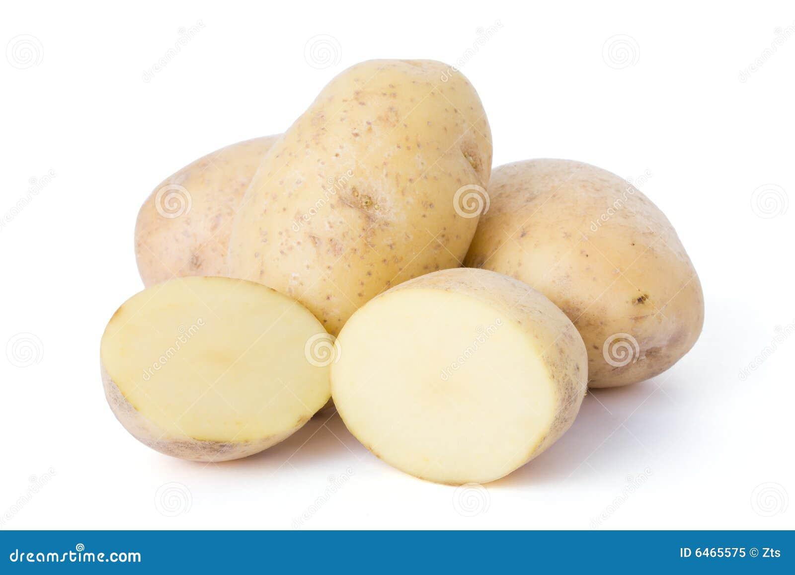 Patatas aisladas en el fondo blanco