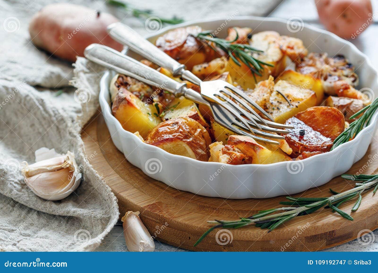 Patate al forno con bacon e rosmarini