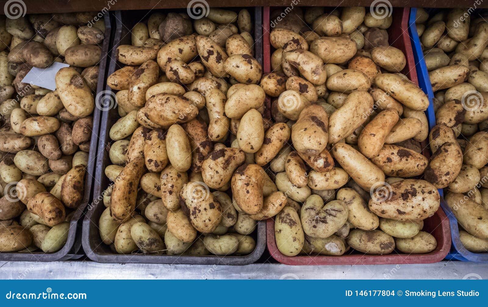 Patate nel supermercato