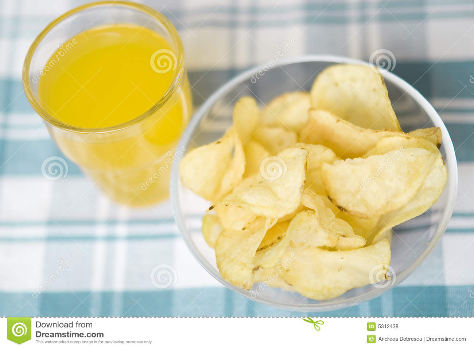 Download Patatine Fritte E Succo Di Frutta Fotografia Stock - Immagine di yellow, spuntino: 5312438