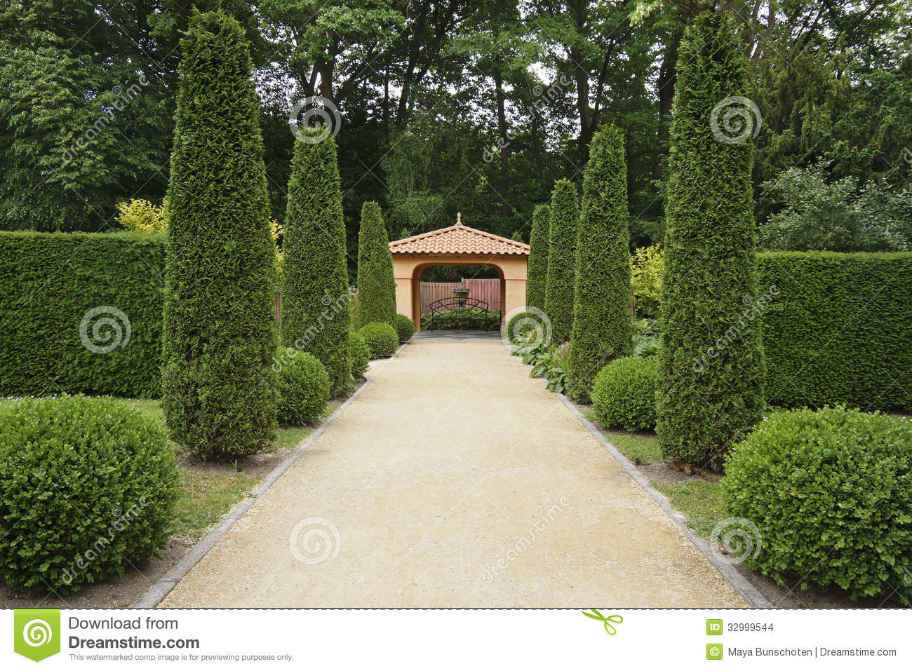 Path In Italian Formal Garden Stock Photo - Image of lush ...