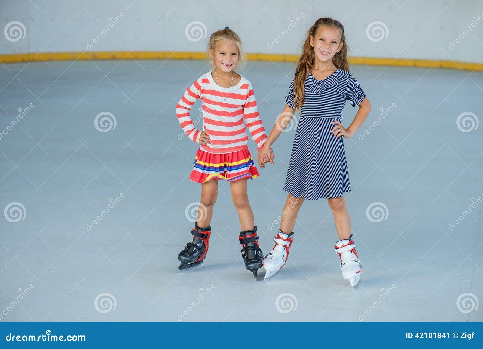 Patinage de glace de petite fille image stock image for Patinage exterieur