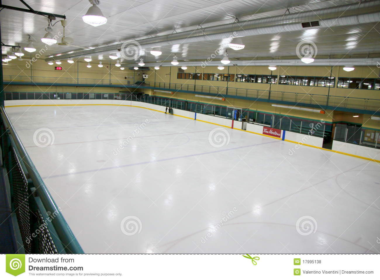 Patinoire d 39 hockey photo stock ditorial image du ar ne for Interieur u arena