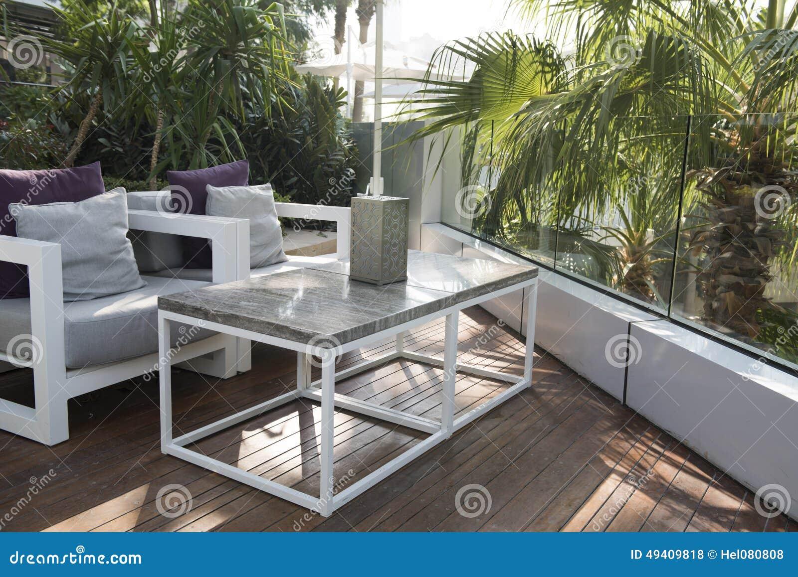 Download Patio stockfoto. Bild von draußen, stühle, betriebe, außen - 49409818