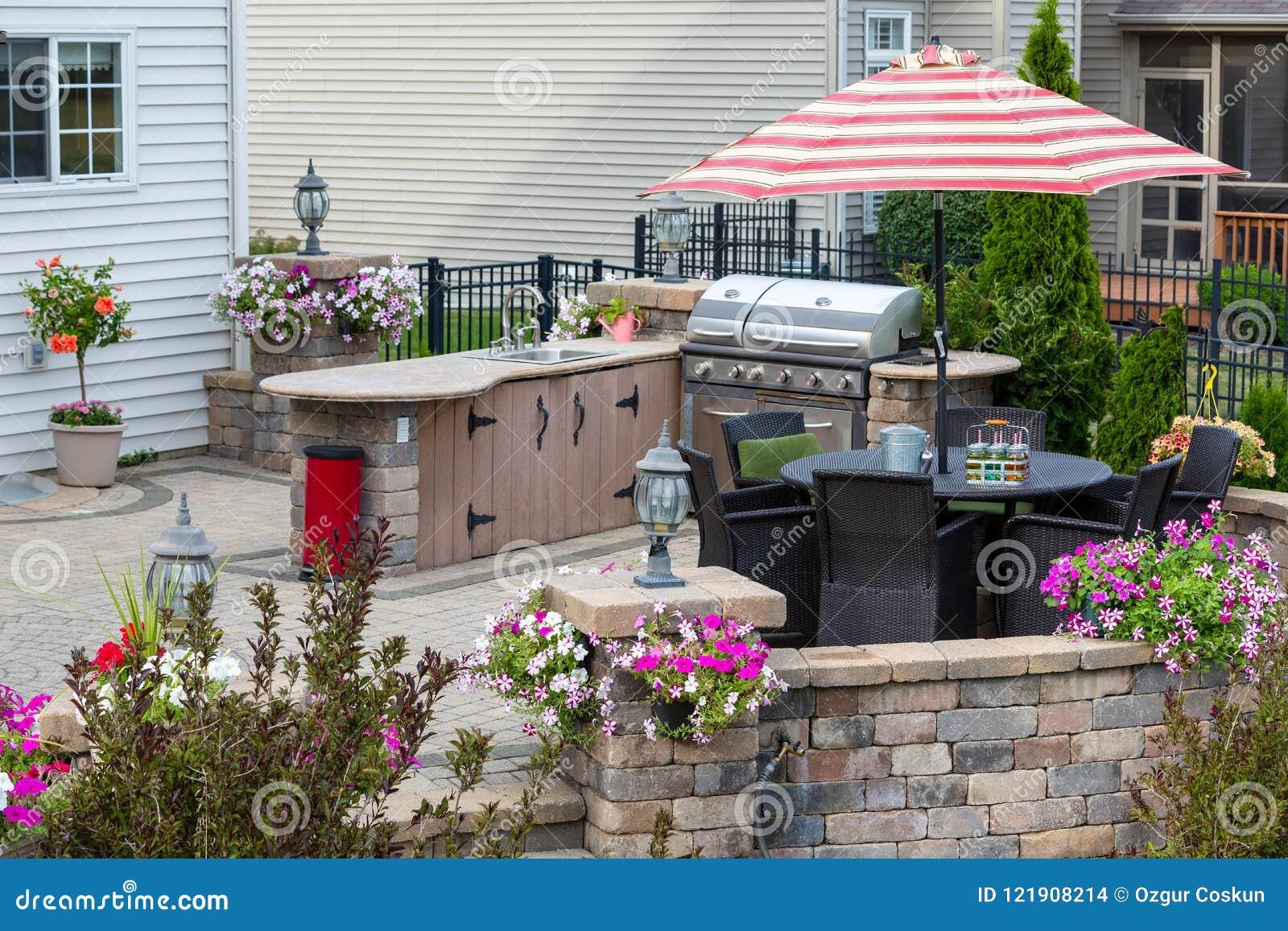 Patio al aire libre exclusivo con área de la cocina